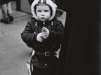 Diane-Arbus-7.-Kid-in-a-hooded-jacket-aiming-a-gun-N.Y.C.-1957